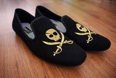 Loafers hechos en México diseño skull $699 de venta exclusiva en Tiendas Platino  www.tiendasplatino.com.mx www.facebook.com/tiendaplatino #HechoenMexico #Loafers #LoafersMexico #Slippers #SlippersMexico #Modamexicana #menstyle #mensfashion #modahombres #calzadomexico #mexico #ropamexicana #menswear #men #calzado #Platino #Cassiusshoes  #TiendasPlatino