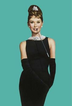 Costume Audrey Hepburn, Audrey Hepburn Kostüm, Audrey Hepburn Breakfast At Tiffanys, Audrey Hepburn Fancy Dress, Audrey Hepburn Wallpaper, Tiffany Party, Retro Mode, Mode Vintage, Hollywood Glamour