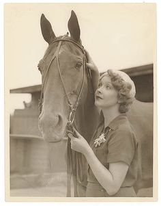 "Helen Twelvetrees during filming of ""Thoroughbred"", Sydney, 1936 / Sam Hood"