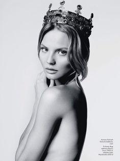 FOR THE ACCESSORIES || Bridal crown inspiration || NOVELA BRIDE...where the modern romantics play & plan the most stylish weddings... www.novelabride.com (instagram: @novelabride) #novelabride #jointheclique