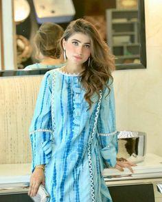 Salwar Designs, Kurti Neck Designs, Blouse Designs, Stylish Dress Designs, Stylish Dresses, Casual Dresses, Pakistani Dresses Casual, Pakistani Dress Design, Casual Indian Fashion