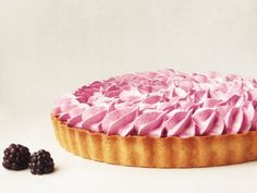 Brombar pie with meringue Sweet Pie, Sweet Tarts, Pudding Desserts, Mini Desserts, Baking Buns, Food Crush, Sweets Cake, Love Cake, Sweets Recipes