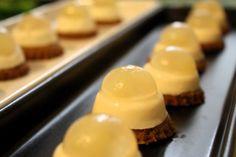 <Finger food con mousse gorgonzola (o parmigiano) e gelée di pera