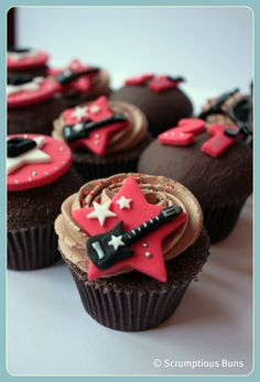 Chocolate Mud Guitars Shared by Where YoUth Rise Guitar Cupcakes, Music Cupcakes, Music Cookies, Guitar Cake, Themed Cupcakes, Fun Cupcakes, Cupcake Cakes, Adult Birthday Cakes, Birthday Cookies