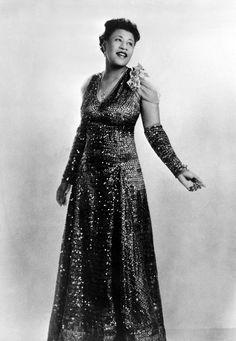 Ella Fitzgerald - Queen of Jazz and Blues Ella Fitzgerald, Billie Holiday, Divas, Black Is Beautiful, Beautiful People, Beautiful Voice, Beautiful Women, African American Fashion, Nina Simone