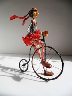 Animated puppets, dolls, figurines, lidded boxes, lightweight props for theatre and stage productions are some of the applications still using papier mache Paper Clay Art, Paper Mache Clay, Paper Mache Sculpture, Sculpture Art, Wire Crafts, Paper Crafts, Paper Dolls, Art Dolls, Penny Farthing