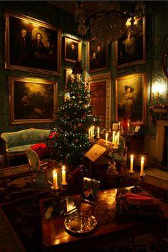 The Most Magical Christmas Decor Ever - laurel home | Classic English Christmas via: The Lord Edward on Tumblr