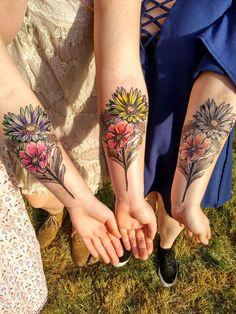 Tatouage entre soeurs. Par Anaïs de Corpus Memori à Nantes.  #tatouage #soeur #soeurs #tattoo #flowers #flower #sisterstattoo
