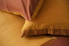 A beautiful Indian duvet set. This russet duvet cover in shot Indian cotton has shimmering shades of rust, mustard and copper. Bedding Shop, Linen Bedding, Bed Linens, Indian Bedding, Winter Bedroom, Bed Company, House Beds, Bed Styling, Duvet Sets