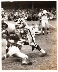 Football Players Photos, Nfl Football Helmets, New York Giants Football, Bears Football, Football Pictures, School Football, Sport Football, Football Cards, Chicago Bears Pictures