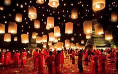 YI PENG, CHIANG MAI, THAÏLANDE  Le festival traditionnel des lanternes a lieu tous les ans en novembre lors de la pleine lune, et habille toute la ville de lumières.