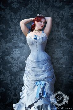 """minalafleur: """"This Victorian natural form-inspired ensemble was built around the concept of the highly embellished overbust corset. An estimated hours were spent lovingly cutting, placing. Sexy Corset, Overbust Corset, Boned Corsets, Vintage Corset, Vintage Gowns, Corset Costumes, Victorian Gown, Fantasy Gowns, Lace Tights"""