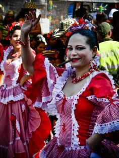 The Cumbia Smoker: Carnival in Colombia - WanderingTrader Cuba Culture, Colombian Culture, Colombian Women, Women Smoking, Folk Costume, Dance Costumes, Traditional Dresses, Mardi Gras, Carnival