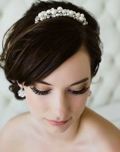 We have Sara Gabriel's stunning pearl and crystal Makenna Comb in shop now  - Lola Grace Bridal