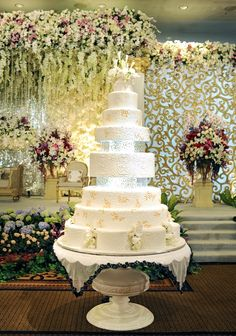 wow - Ten tiers of wedding cake luxe loveliness at @Mandy Bryant Bryant Bryant Dewey Seasons Hotel Jakarta.