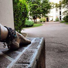 Résidence Ile De France, Nanterre #innerpeace #om #motherearth #freedom #life #love #yogi #yoga #barefoot #paris #innerpeace #anklet #namaste #piedsnus #hicharch #piedsnusparis #metroparis #metropoedsnus #justlivebarefoot #jlb #barefootlifestyle #vanupieds #nanterre (à Résidence Ile-De-France, Nanterre - Paris)