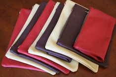 Four Flights of Fancy: Leather Pouches Leather Bag Pattern, Sewing Leather, Leather Craft, Diy Leather Pouches, Leather Purses, Leather Clutch, Diy Bags Purses, Diy Purse, Diy Clutch
