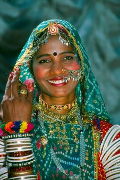 Rajasthani woman covered in jewelry, Pushkar Fair (camel fair), Rajasthan, India We Are The World, People Around The World, Gente India, Beautiful World, Beautiful People, Rajasthan India, India India, Jaipur, Amazing India