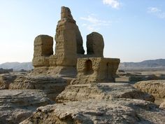 The ruins of Jiaohe: ancient citadel protecting the area at the time of the Tang Dynasty (seventh to tenth century), it was gradually abandoned after the Yuan Dynasty, the fourteenth century. Translation Built of adobe, it is now badly damaged and it was one of the major landmarks several Buddhist monasteries, a pagoda, a group of 101 stupas.