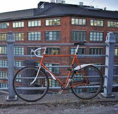 Vallila teollisuusalue & oranssi polkupyörä deindustrialisaatio Helsinki kaupunginosat urbaani Industrial Building Architecture Bicycle