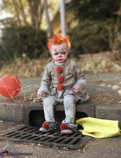Baby Pennywise – 2017 Halloween Costume Contest Source by ebertkelly Pennywise Costume For Kids, Scary Kids Halloween Costumes, Halloween Outfits, Scary Clown Costume, Kids Costumes Boys, Fete Halloween, Halloween Costume Contest, Horror Costumes For Kids, Halloween Makeup For Boys