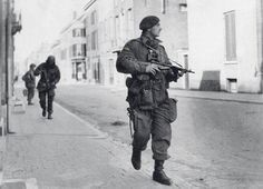 Captain Killick leading his patrol west of Arnhem Bridge, Monday September British Soldier, British Army, Ride Of The Valkyries, Operation Market Garden, Parachute Regiment, Man Of War, Royal Marines, War Photography, Paratrooper