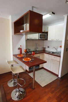 Barras para separa visualmente la cocina del comedor. Pequeña cocina con barra divisoria. #cocinaspequeñas #decoracioninterior