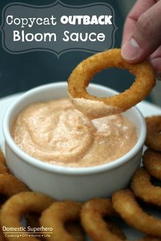 Copycat Outback Bloom Sauce - awesome paired with bloomin onion, fries, chicken, or onion rings ♛BOUTIQUE CHIC♛ Copycat Outback Bloom Sauce Recipe cup mayonnaise (I used reduced fat) 2 TBS creamy horseradish 1 TBS ketchup tsp paprika tsp cayenne peppe Sauce Recipes, Cooking Recipes, Chicken Recipes, Spicy Gravy Recipes, Baked Chicken, Chip Dip Recipes, Fondue Recipes, Onion Recipes, Recipe Chicken