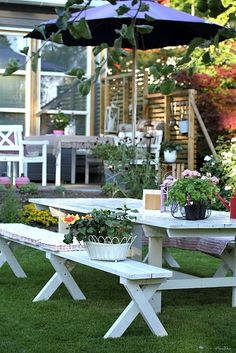White picnic table and chairs...perfect for a wedding or baby shower, huh?
