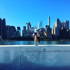 Annie LeBlanc being her crazy and risky self, balancing in her famous presshandstand on a memorial in NYC Annie Leblanc Gymnastics, Annie Gymnastics, Julianna Grace Leblanc, Hayley Leblanc, Gymnastics Photography, Dance Photography, Annie And Hayden, Gymnastics Flexibility, Annie Lablanc