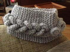 Para el frío . A dos agujas Merino Wool Blanket, Lana, Beanie, Long Scarf, The Creation, Dots, Hipster Stuff, Beanies, Beret