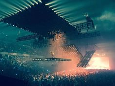 "welovekanyewest: "" Kanye West's Saint Pablo Tour "" Stage Set Design, Set Design Theatre, Stage Lighting Design, Lighting Ideas, Bühnen Design, Event Design, Saint Pablo, Concert Stage Design, Concert Lights"