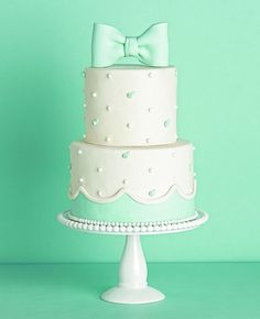 Such a sweet cake via TomKatStudios. Find cake similar to this at  www.michellespatisserie.com