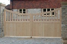Classic Wooden Gates Will Make Your Home Look Great - The Urban Interior Front Gates, Entrance Gates, House Entrance, Wooden Gate Designs, Wooden Gates, Wooden Electric Gates, Wooden Fence, Garden Gates And Fencing, Fence Gate