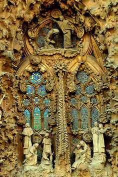 sagrada familia -Gaudí... It's hard to tell if there is a door in all that or not!