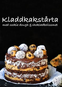 kladdkakstårta chokladboll cookiedough Baking Recipes, Cookie Recipes, Snack Recipes, Dessert Recipes, Snacks, No Bake Desserts, Just Desserts, Danish Food, Yummy Food
