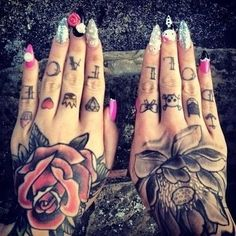 Finger and hand tattoos love it Tattoo Am Finger, Hand And Finger Tattoos, Hand Tattoos For Women, Hand Tats, Finger Tats, Female Hand Tattoos, Cute Hand Tattoos, Fake Tattoo, Henna Tattoos