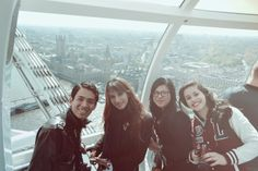 Inside London Eye in London England Alumnos de Turismo de 9no. cuatrimestre de viaje por Europa. ¡Felicidades chicos! +info.: Tel. (833) 230 3830 Une Tampico, México #UneTampico