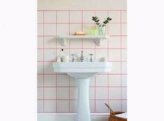 Carreaux graphiques fluo salle de bains