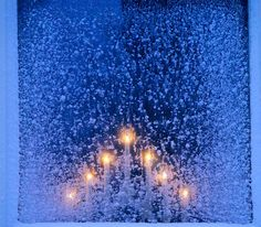 Navidad. Candelabros eléctricos que se colocan en cada ventana. Hermoso!