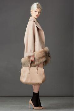 Пальто с отделкой мехом