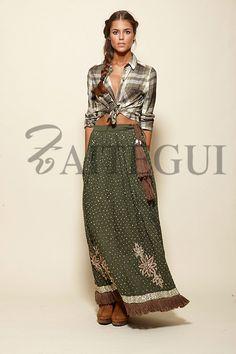 Falda caqui larga salpicada con detalles plateados