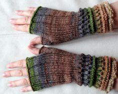 Handstulpen Handschuhe Braun Beige Grau Grün  von Initasworks auf DaWanda.com