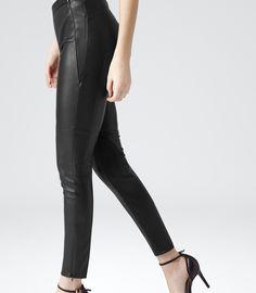 Czarne skórzane legginsy - Reiss, 2945zł http://www.reiss.com/eu/womens/womens-new-arrivals/onyx/black/