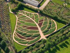 potager garden permaculture at DuckDuckGo Farm Gardens, Outdoor Gardens, The Secret Garden, Secret Gardens, Garden Design Plans, Potager Garden, Market Garden, Garden Structures, Edible Garden