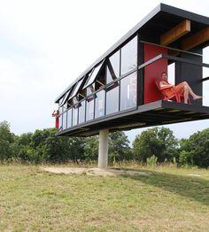 Artistas constroem casa que gira com o vento e o movimento das pessoas