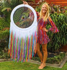 White with color dream catcher Giant Dream Catcher, Dream Catcher Art, Crochet Dreamcatcher, Macrame Art, Dreamcatcher Design, Fun Crafts, Arts And Crafts, Diy Chandelier, Girly