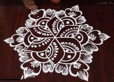 Rangoli Designs Simple Diwali, Rangoli Simple, Indian Rangoli Designs, Rangoli Designs Latest, Rangoli Designs Flower, Rangoli Border Designs, Small Rangoli Design, Colorful Rangoli Designs, Rangoli Ideas