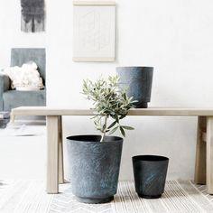 Planter kruka L, blå/marmor i gruppen Inredningsdetaljer / Dekoration / Vaser & Krukor hos RUM21.se (1025612) 715kr