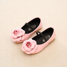 >> Click to Buy <<  Children flower shoes girls Pink boat shoes kids flat princess shoes girls leather Sneakers Cartoon Baby sandals zapatos sapato #Affiliate